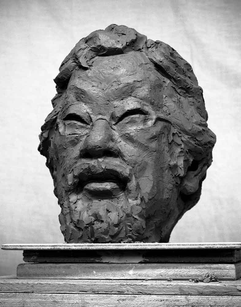 David Suzuki portrait sculpturey by Geemon Xin Meng, Vancouver Sculpture Studio
