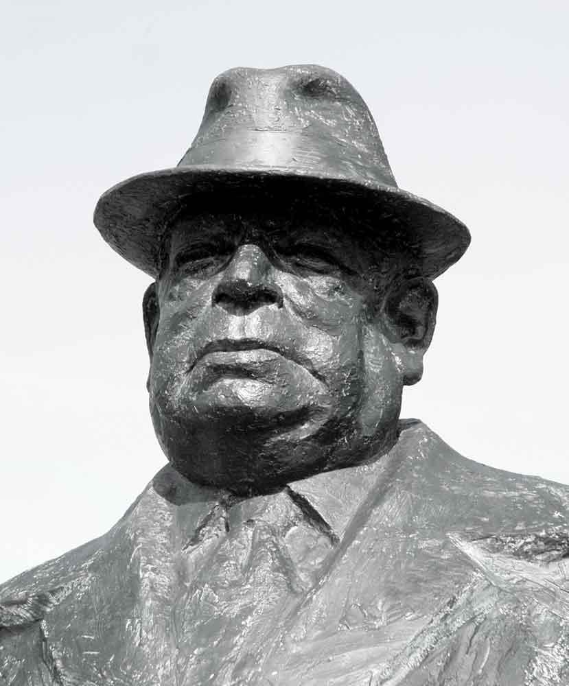 portrait statue Jim Green, former Vancouver city councillor and social activist, portrait sculpture by Geemon Xin Meng, Vancouver Sculpture Studio